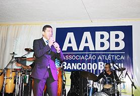 AABB 74 anos - Baile de Aniversário Público foi ao delírio na apresentação de Altemar Dutra Jr